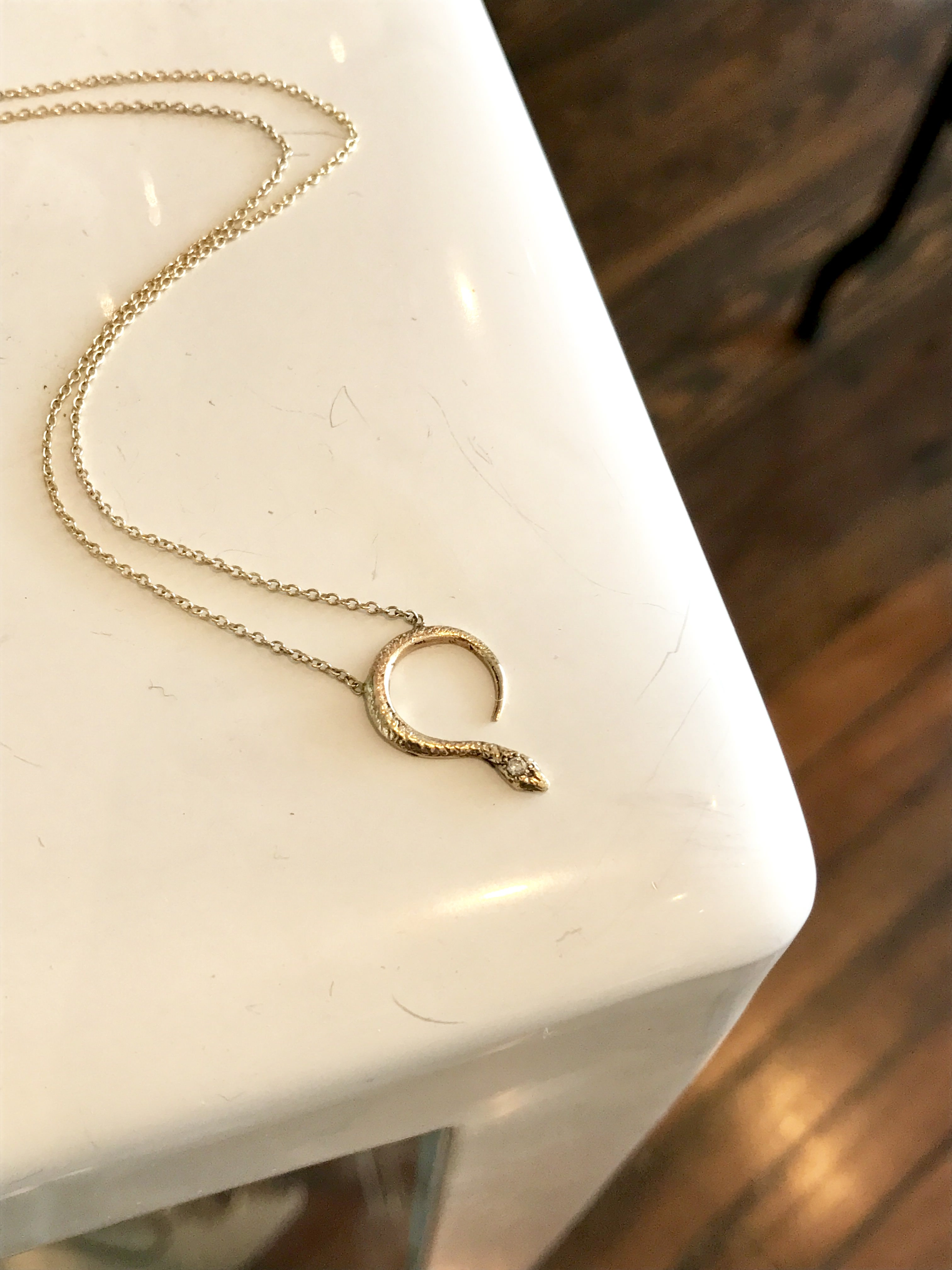 serpentine (14k yg)